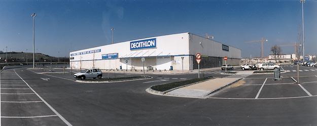 nave comercial para decathlon arquitectos asociados