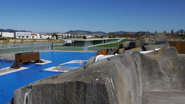 Ciudad deportiva mogotes arquitectos asociados for Piscinas berrioplano